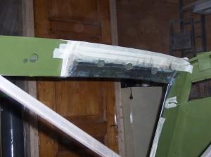 Inlassen van nieuwe delen dakbalk.