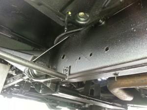 Zichtbaar is getectyleerde chassisdelen van Defender bouwjaar 2011.