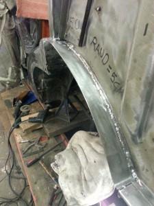 Laswerkzaamheden aan Range Rover Classic, binnenscherm restauratie.