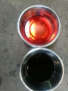 De automatische bak olie hoort helder rood te zijn / Landroveronderhoud Midden Nederland
