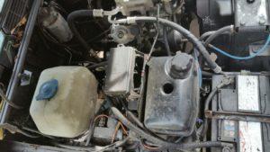 Demontage werkzaamheden voor laswerk aan wielkasten rechtsvoor  Range Rover Classic.