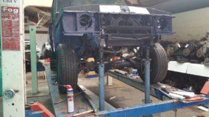 Opbouw werkzaamheden  aan Range Rover Classic V8 Automaat bij Dafnis Rondel / Landrover Onderhoud Midden Nederland.