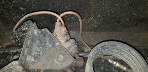 Landrover 101 V8 uitvoering - bouwjaar 1970 - werkzaamheden APK en remmen compleet vernieuwen, bij Landrover Onderhoud Midden Nederland wij zijn gevestigd in Wadenoijen en Asperen, voor meer informatie of het maken van een afspraak tel. 0344 - 662800